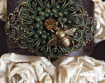 Bumble bee bracelet, bee leather bracelet, bee gift, bee jewelry, chunky bracelet