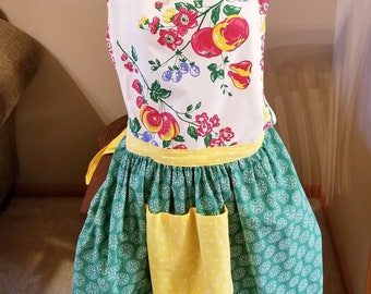 Retro Style Moda Towel Full Apron, Retro Look Apron, Full Skirt Apron, Peaches Apron, Ready to Ship, MarjorieMae