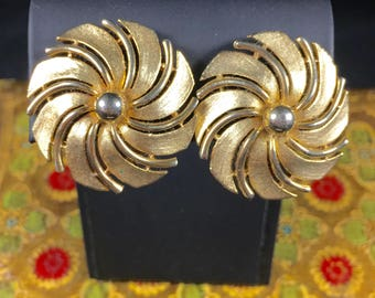 Vintage Sarah Coventry Gold Clip On Earrings