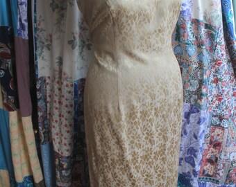 gold vneck dress REF 611