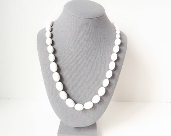 Vintage Beaded Trifari Necklace in Retro Chic White Lucite from the 1950s