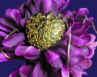Vintage openwork gold tone heart necklace Unsigned