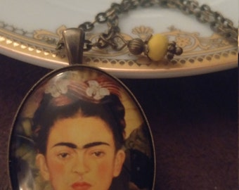 Frida Kahlo jewelry. Frida Kahlo. Frida Kahlo portrait glass pendant. Frida Kahlo necklace. Frida Kahlo gift.
