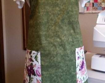 Beautiful green full length adjustable apron with butterfly pockets