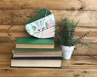 Baseboard heart mini green floral