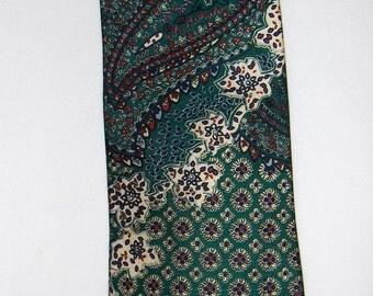 Vintage GREG HUNT silk tie/ Silk necktie made in Italy/ Men's accessories/ Green tie with a flower pattern