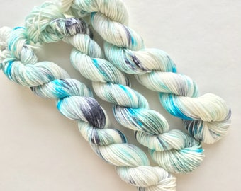 COOLIO hand dyed yarn mini skein sock fingering yarn merino wool speckle yarn sock mini white blue seafoam aqua grey gray yarn
