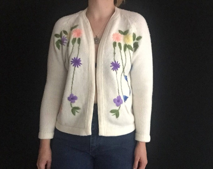 Embroidered Cardigan   50s vintage open chunky knit warm long sleeve IVORY kitsch hipster flower symmetrical sweater small S medium M white