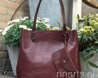 Tote bag BIG City, in veg tanned burgundy red full grain Italian leather and burgundy bridle leather straps. With pouch and inside pockets