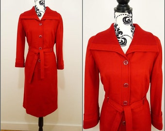 Chic VINTAGE 1960s Retro Cherry Red Large Collar Belted Mod Scooter Dress UK 16 FR 44 /Square buttons / Metal Belt Loops / Winter