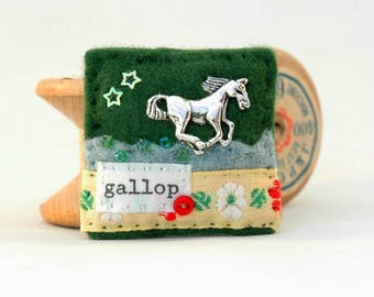 horse brooch, gifts for horse riders, horse racing gift, hand sewn felt horse badge, galloping horse, horsey gifts, equestrian gift idea