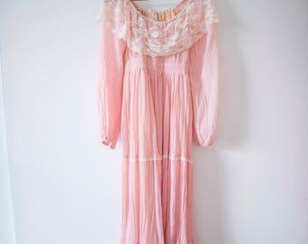 Dusty Rose & Lace Vintage Dress || Boho Off the Shoulder Gown || Festival Wear