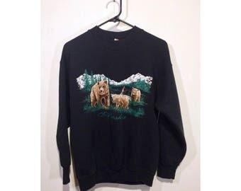 M   vintage 80's Alaska mama bear & cubs w/ mountains and trees print black sweatshirt