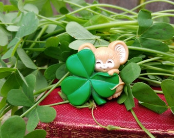 Shamrock Mouse Brooch, Vintage St Patrick's Day Pin,  Hallmark Collectable Pin,  Mouse Lover Gift, Irish Pride Jewelry, Green Clover Brooch