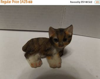 Sale Dollhouse Fairy Garden Animal Miniature Resin Mini Cat, Lying Down Position marbled coat with white paws