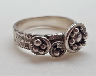 Ring in oxidized 925 Silver with granulation (silver beads)