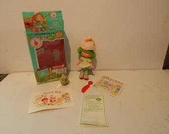 Vintage Strawberry Shortcake Lime Chiffon and her Pet Parfait Parrot Kenner 1980s