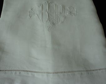 Stunning French Vintage linen embroidered sheet (04862)
