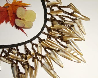 Necklace with fringes of pearl beads