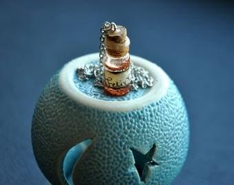 Pendant-bottle.Felix Felicis, Mandrake Spores, Dragon's Blood, Love potion, cornflower, Poison, Polyjuice, Mermaid's soul. Glows in the dark