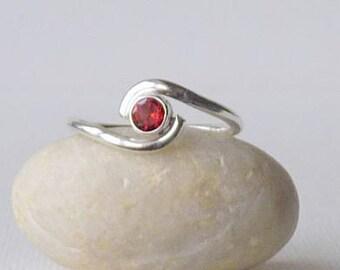 Sterling Silver Garnet Ring Vintage Minimalist Garnet Ring January Birthstone Ring, Minimalist Girls Ring, Garnet Jewelry Size 8 Girls Ring