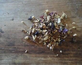 "TEA BLEND ""light"" _ lemon peel, chamomile and marshmallow in waxed paper (10 g/0.35 oz), glas jar (25 g/0.88 oz) or paper bag (50 g/1.76 oz)"