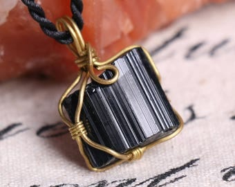 Raw Black Tourmaline Pendant,Healing Crystal Pendant ,Black Tourmaline pendants ,Black Tourmaline necklace healing + Free Jewel Case J814