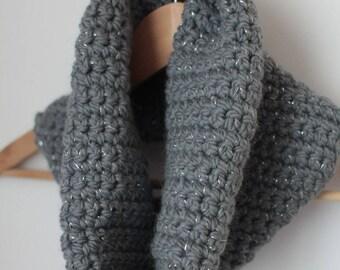 Tour de cou 100% laine au crochet - gris et argenté