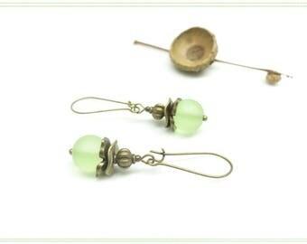 ~ ¤ ~ Physalis ~ ¤ ~ vintage green almonds earrings