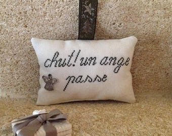 Pillow door or window Chut Christmas Collection! An Angel going on with silver metal Angel charm