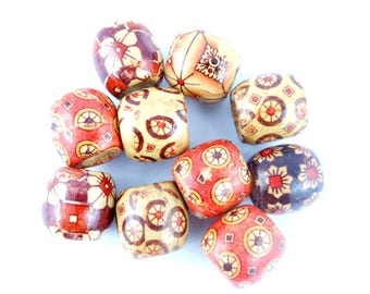 x 10 wooden decorated 17x16mm (02 c) barrel-shaped bead