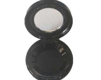 Add to your order a 26mm compact for your eyeshadow.