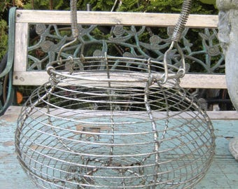 Old vintage basket/cosy french shabby