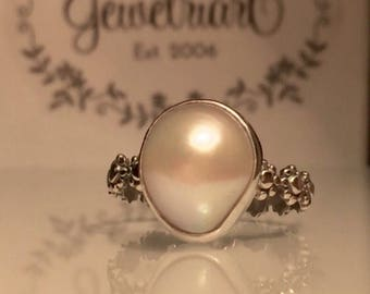 Pearl Flower Ring/Solitare Pearl Ring/Handmade Pearl Ring / Silver Pearl Stacking Ring/June Birthstone Gift/Free Shipping in the US.