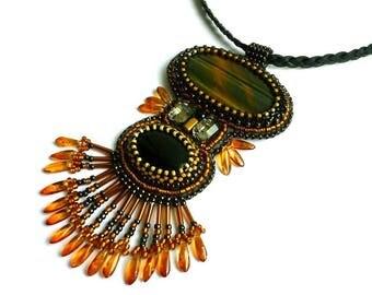 Collier pierre œil de tigre  et perles brodées