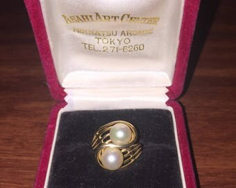 Vintage Gold and Pearl (7mm) Crossover Ring. Japan, circa 1970's.