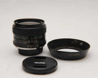 Minolta MC 28mm 1:3,5  F3,5 W. Rokkor Wide Lens with Hood Wideangle
