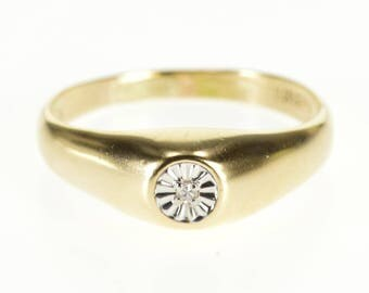 10k Graduated Diamond Inset Two Tone Round Design Ring Gold
