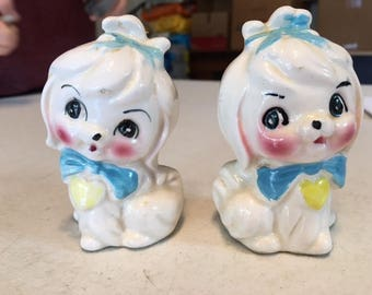 Set Salt and Pepper shakers vintage dog