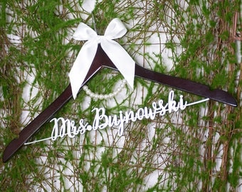 Wedding Hanger for bride or bridesmaid, Personalized Wedding hanger, Bridal Hanger, Gift for Bride's Mom, Gift for Bride's Sister, vet0012