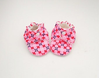 Baby booties pink baby shoes girl, cotton and fleece, graphic print, 6-9 months