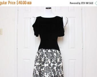 30% OFF VTG 80s Black and White Floral Origami Long Evening Dress S/M