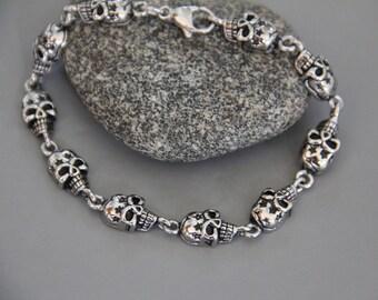 skulls blackened stainless steel chain bracelet (registered)