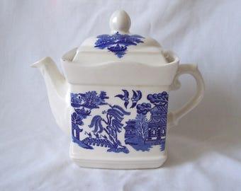 Blue Willow Pattern Teapot by Sadler c.1960 Tea Pot
