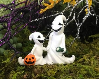 Miniature Ghosts Trick or Treating