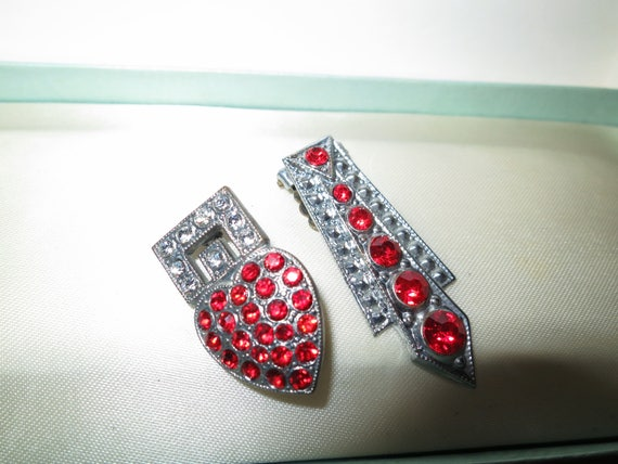 Pair of Beautiful vintage Deco silver metal ruby red rhinestone dress clips