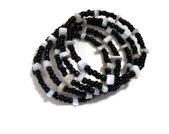 Bracelet blanc, bracelet noir, bracelet mémoire de forme, bracelet nacre, bracelet perles, bracelet manchette, bracelet femme