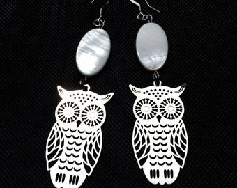 prints of owls in silver and pearl beads earrings