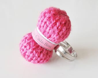 Ball of yarn (personalized with the name) fuchsia ring