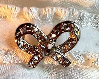 Rhinestone bow brooch/stock pin. FREE shipping in the USA!